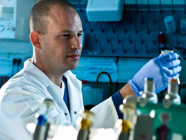 פרופ' ניב פפו ויוליה שיפמן בשיתוף פעולה חדשני לייעול תהליך מציאת תרופות